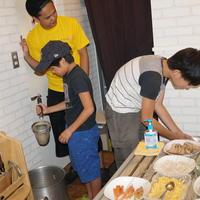 「子ども食堂」でラーメン作り