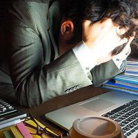 【長時間労働問題を考える】21時のオフィス消灯後、営業車内で事務作業