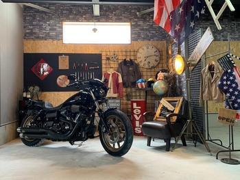 賃貸バイクガレージの内装