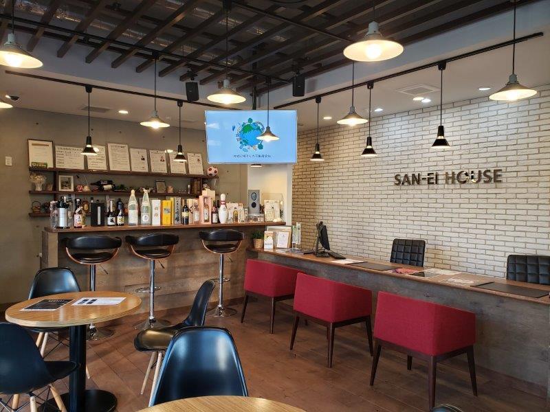 サンエイハウス、テラス席のあるカフェ風店舗