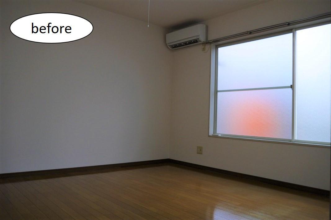 リビングギャラリー、白い床材で明るい部屋に