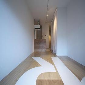 屋内を広く見せる白色が基調